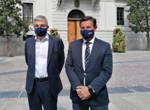 Luis Garicano y Luis Salvador, a las puertas del Ayuntamiento de Granada.