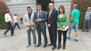 Luis Salvador, segundo por la izquierda, junto al resto de concejales de Ciudadanos.
