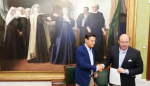 Luis Salvador y Sebastián Pérez, tras la firma del acuerdo de gobierno entre Ciudadanos y PP.