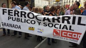 CCOO en la manifestación para exigir la reconexión ferroviaria.