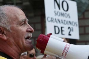 El presidente de La Chana en una manifestación para reclamar el soterramiento.
