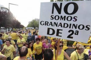 Vecinos de La Chana en una manifestación para reclamar el AVE soterrado.