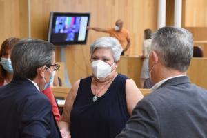 María Ángeles Blanco conversa con José Entrena y José María Villegas.