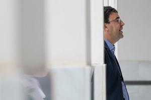 Mario Jiménez, este miércoles en el Parlamento.