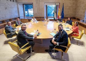 Los integrantes dela Mesa del Parlamento, reunidos en el Palacio de Carlos V.