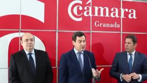 Juan Manuel Moreno, flanqueado por Sebastián Pérez y Gerardo Cuerva.
