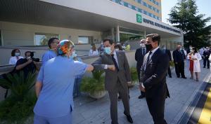Juan Manuel Moreno con el alcalde, Luis Salvador, esta semana en Granada.