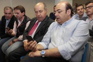 Sebatián Pérez y José Torres Hurtado en la noche electoral.