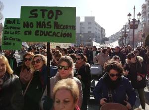 Manifestación contra los cierres de centros.