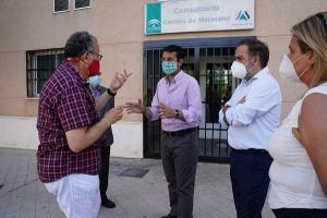 Los representantes socialistas con el secretario de Sanidad de CCOO de Granada.