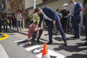 Luis Salvador y César Díaz en la presentación de las señales de tráfico para la nueva movilidad.