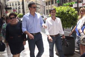 Pedro Sánchez con Francisco Cuenca y Teresa Jiménez el año pasado.