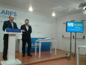 Toni Martín con Sebastián Pérez, en una rueda de prensa en Granada.