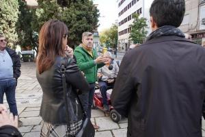 Encuentro con comerciantes en La Chana.