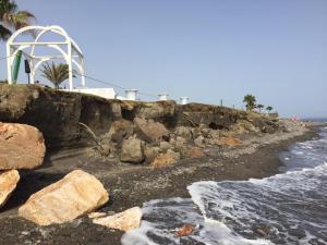 Aspecto que presentaba la pasada semana Playa Granada, a la altura del hotel Robinson.