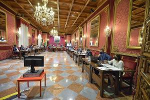 Pleno del Ayuntamiento de Granada este viernes.