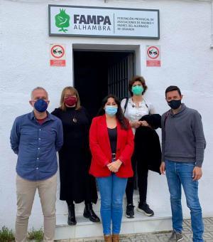 Visita de la representación de Podemos a Fampa Alhambra.