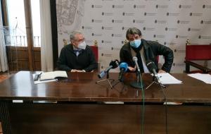 Antonio Cambril con el abogado que representa al grupo Salvador Soler.