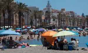 La Costa de Granada ofrece su mejor versión este verano. Playa de Torrenueva.