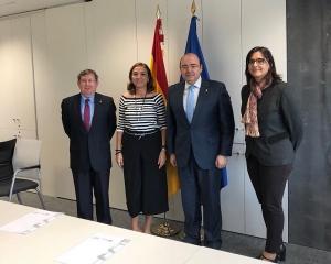 La secretaria de Estado con los senadores del PP por la provincia de Granada.