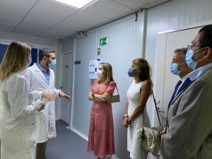 Ana Pastor durante la visita a Amifar Labs.