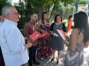El PSOE ha llevado su campaña a los paseíllos universitarios.