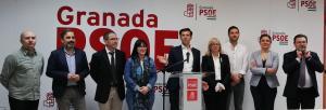 Cuenca con los integrantes de su candidatura y de la ejecutiva local.