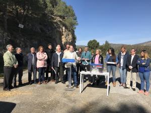 Sebastián Pérez, con otros dirigentes y cargos del PP, en la carretera de Órgiva.