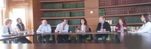 La viceconsejera de Salud, en el centro, preside la reunión con las plataformas.
