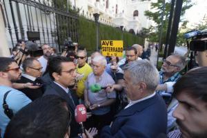El alcalde traslada a Marea Amarilla y agentes sociales que Fomento vetaba su entrada a la reunión.