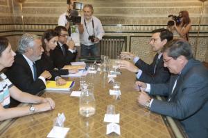 Cuenca y Entrena al inicio de la reunión con el secretario de Estado y técnicos de Fomento.