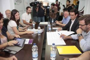 Delegaciones de PSOE y Vamos Granada en la segunda reunión.