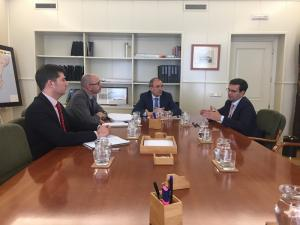 El alcalde durante la reunión con el secretario general de Infraestructuras.