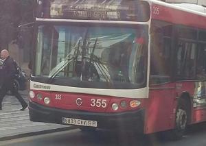 Autobús de la línea 11 por Reyes Católicos con más de 14 años.