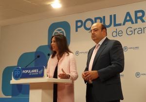 Rocío Díaz en una rueda de prensa con Sebastián Pérez.