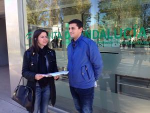 Los miembros del PP Ana Vanessa García y Rafael Caracuel.