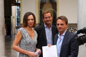 Rocío Díaz con Antonio Granados y Juan Antonio Fuentes.