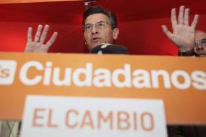 Luis Salvador durante su comparecencia ante los medios.