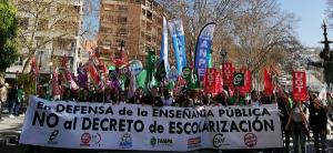 Salida de la manifestación de los sindicatos mayoritarios de la enseñanza.