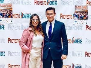 Luis Salvador en una imagen de la campaña electoral con Lucía Garrido.