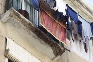 Imagen del deterioro de uno de los pisos de Santa Adela.