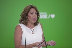 La secretaria del PSOE-A, Susana Díaz, atiende a los medios antes de mantener una reunión con los alcaldes de Huelva; Jaén; y Sevilla.