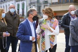 Susana Díaz saluda a Manuel Gavilán, alcalde de Baza.