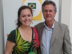 La investigadora de la UGR Laura Herrera Castillo, junto a su director de tesis, Juan Antonio Nicolás.