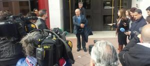 Torres Hurtado sale del Juzgado acompañado de su abogado Pablo Luna.