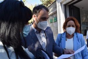 Toni Valero, junto a Mari Carmen Pérez, este martes en Granada.