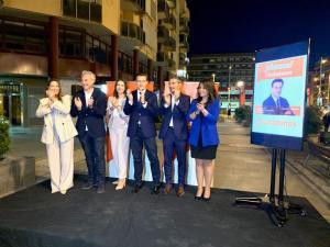 Luis Salvador con los integrantes de su candidatura.