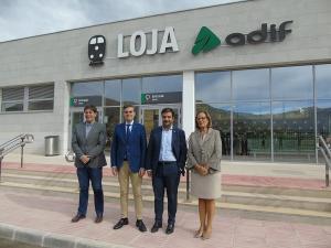 Azpitarte con el alcalde de Loja y otros representantes del PP.