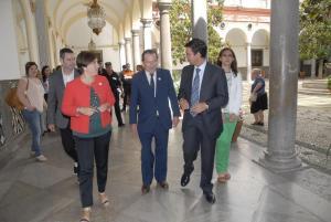 El alcalde junto al consejero de Justicia e Interior.