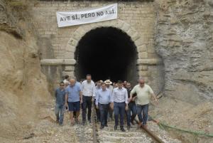 Francisco Cuenca y José Entrena en una movilización en Loja.